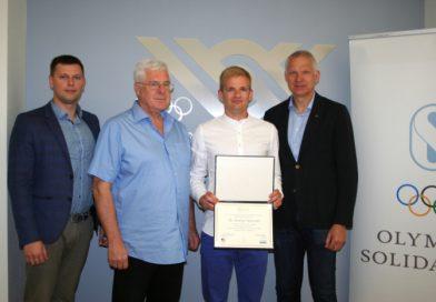Andrejs Ostrovskis saņem ICECP diplomu